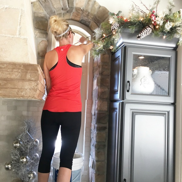 Christmas-decorating-garland-cabinets-kitchen