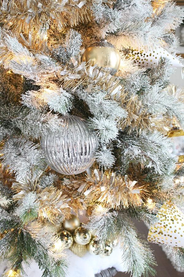 Christmas-tree-gold-tinsel-7