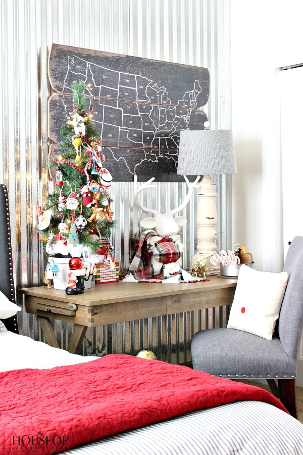 Industrial-boy-bedroom-Christmas