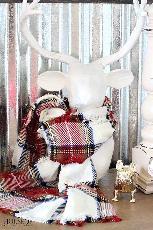 Industrial-boy-bedroom-christmas-decor-ideas