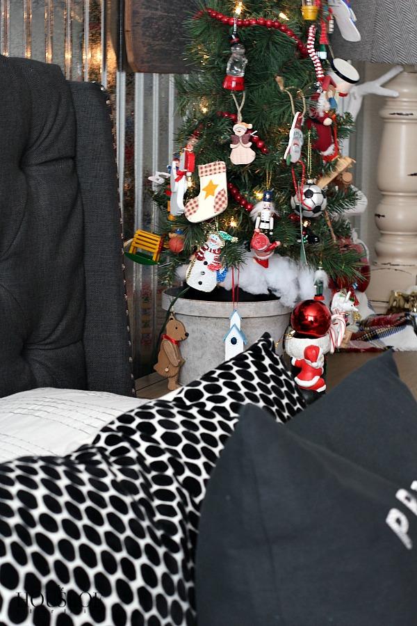 Industrial-boy-bedroom-christmas-kid-ornaments
