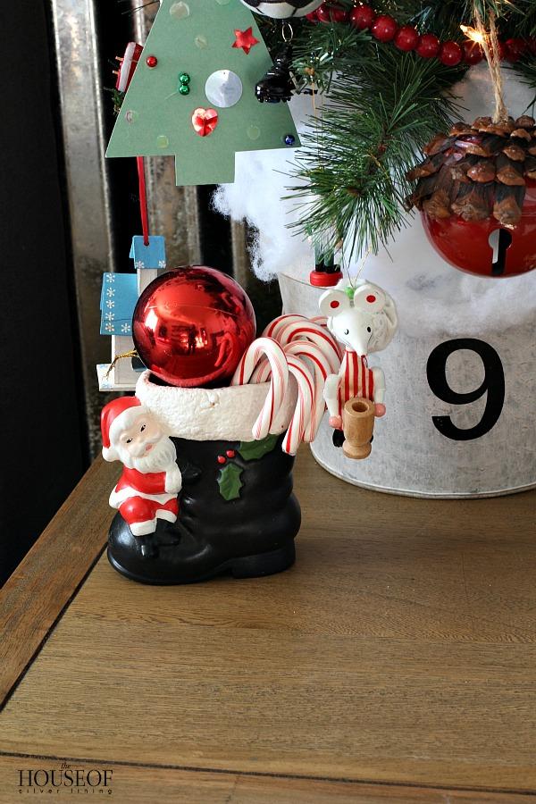 Kid-Christmas-bedroom-decor-ideas-vintage-ornaments