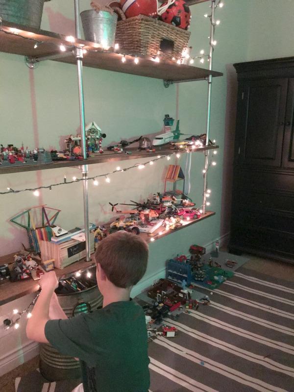 christmas-kids-bedrooms-lights-decorating