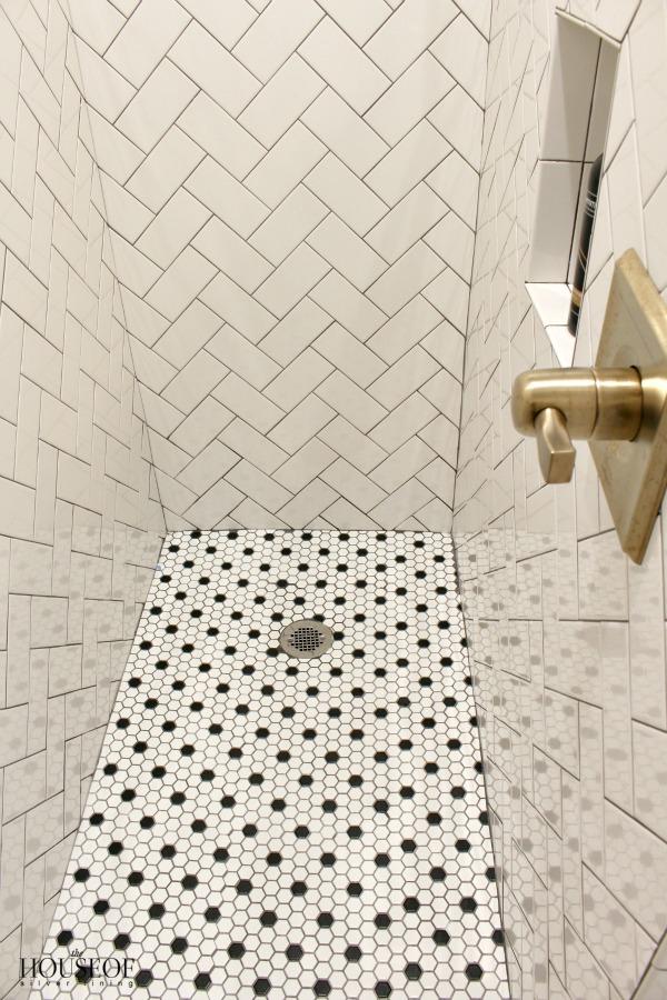 black-and-white-modern-bathroom-13