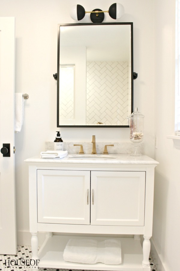 Black And White Modern Bathroom 16