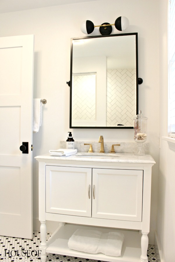 black-and-white-modern-bathroom