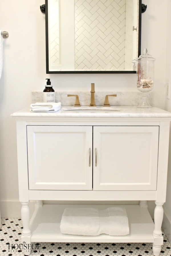 black-and-white-modern-bathroom-18