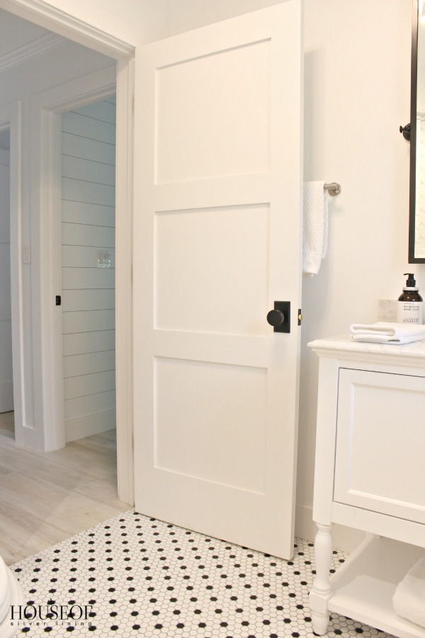 black-and-white-modern-bathroom-19