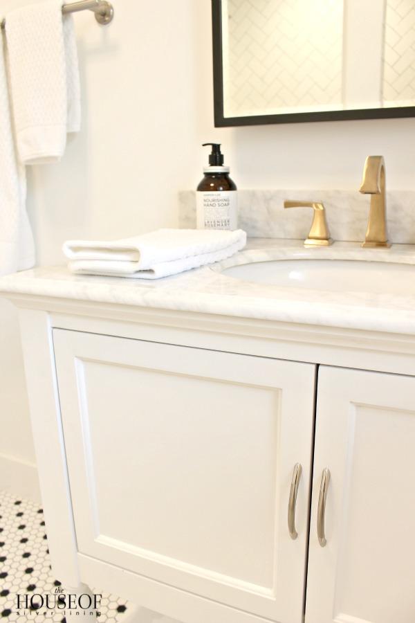 black-and-white-modern-bathroom-24