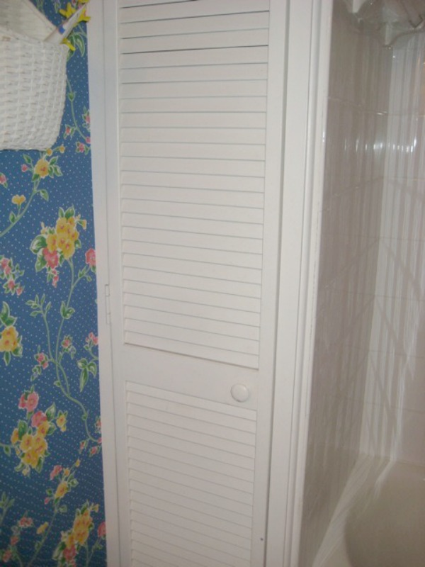 black-and-white-modern-bathroom-26