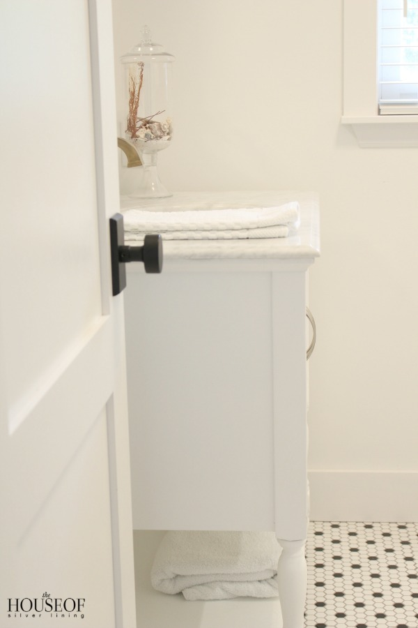 black-and-white-modern-bathroom-9