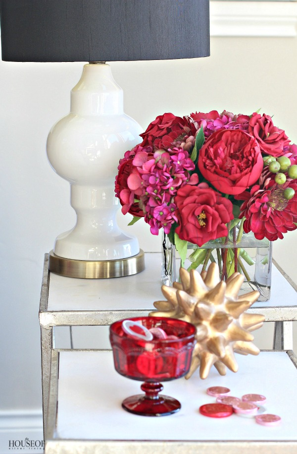 Pretty-red-+-pink-valentine's-day-decor-10