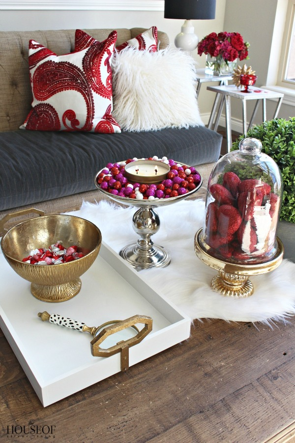 Pretty-red-+-pink-valentine's-day-decor