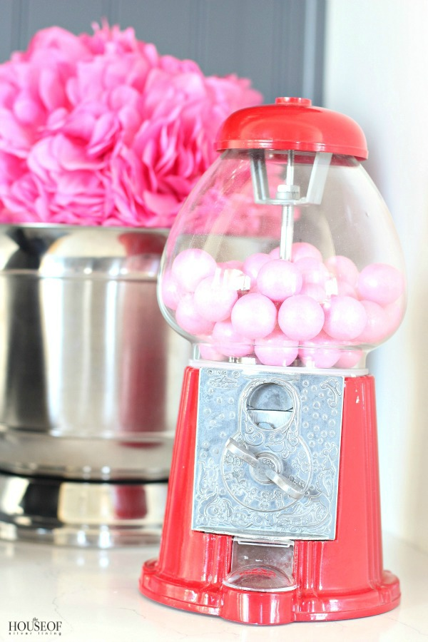 Pretty-red-+-pink-valentine's-day-decor-2