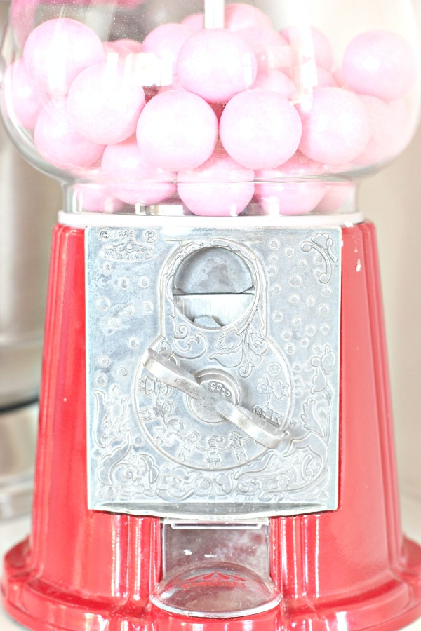 Pretty-red-+-pink-valentine's-day-decor-4