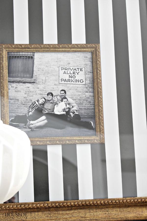 Easy-custom-frame-idea-for-family-photos-11