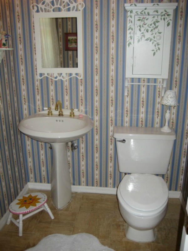 beach-cottage-powder-bathroom-and-pink-flamingos-15