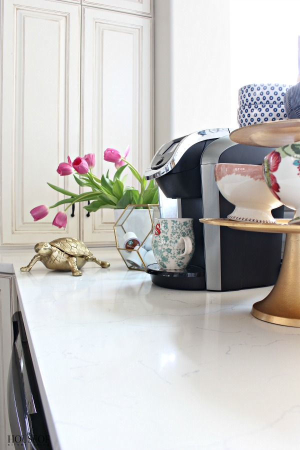 Pretty-storage-solutions-for-the-kitchen-cloches-and-terrariums-5