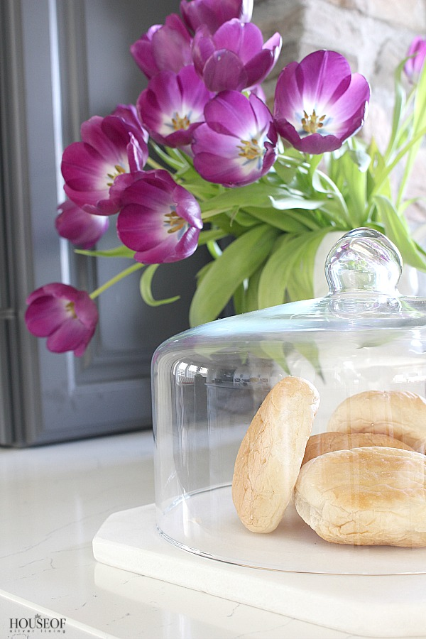 Pretty-storage-solutions-for-the-kitchen-cloches-and-terrariums