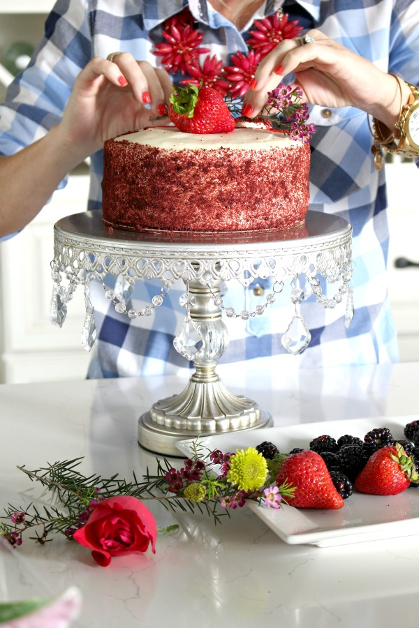 Store-bought-cake-makeover-with-florals