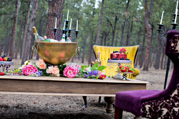 beautiful-tablescape-in-the-forest