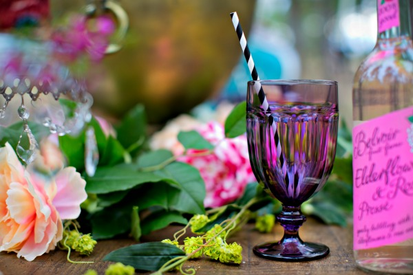 beautiful-tablescape-in-the-woods-11