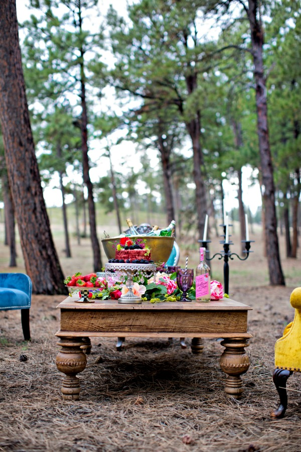 beautiful-tablescape-in-the-woods-13