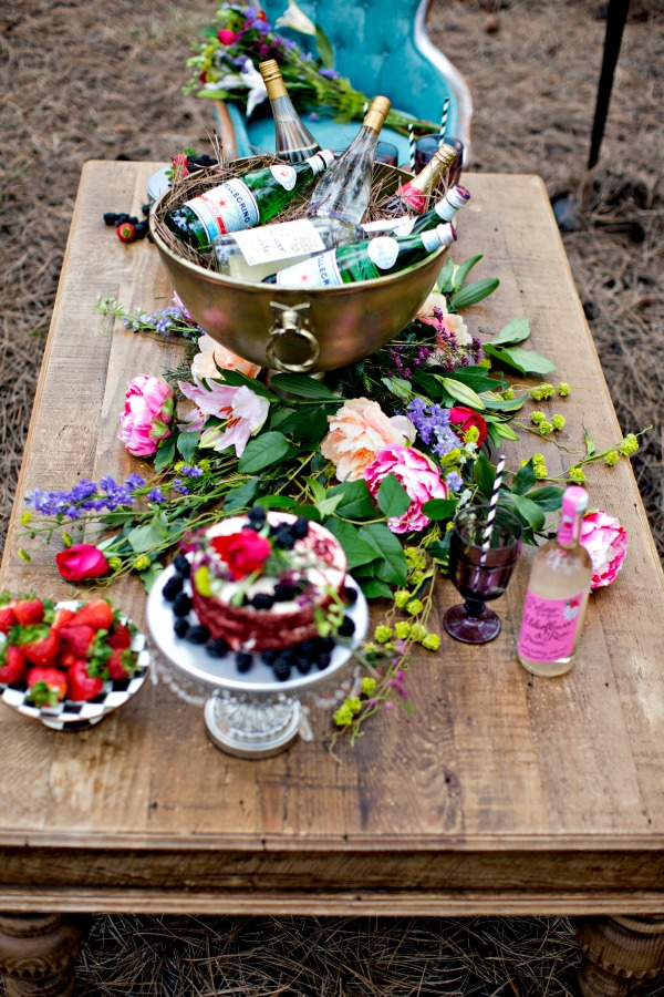 beautiful-tablescape-in-the-woods-14