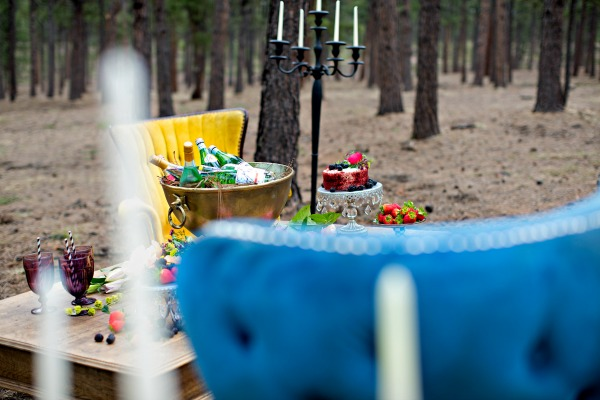 beautiful-tablescape-in-the-woods-5