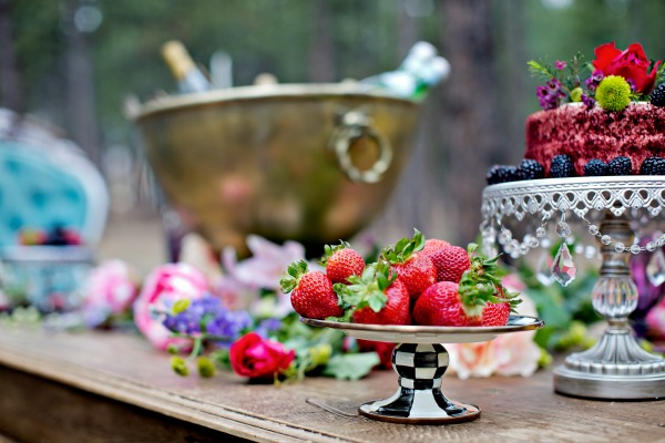 beautiful-tablescape-in-the-woods-8