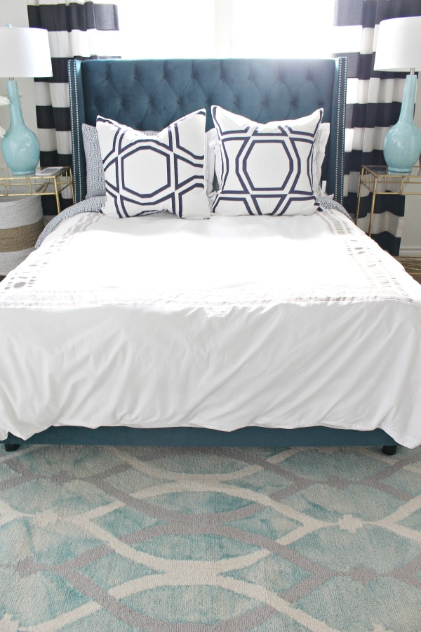 blue-tufted-bed