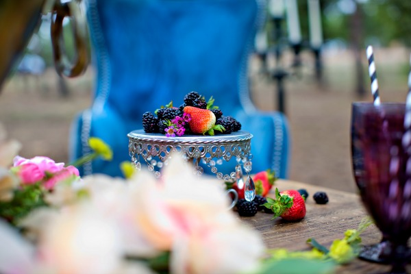 creating-a-romantic-tablescape-in-the-forest