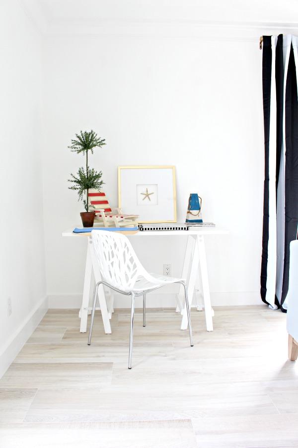 modern-beach-cottage-makeover-family-room-2