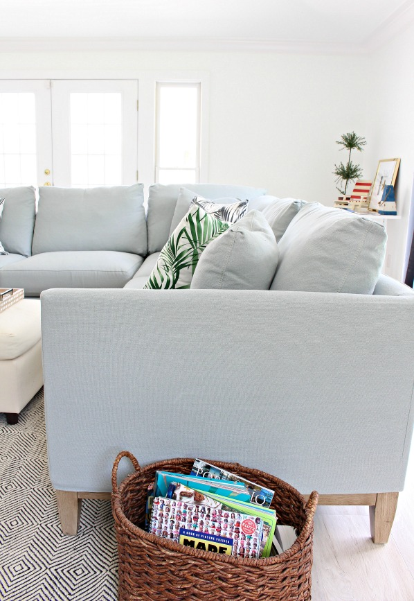 modern-beach-cottage-makeover-family-room-transitional-coastal-sofa-sectional