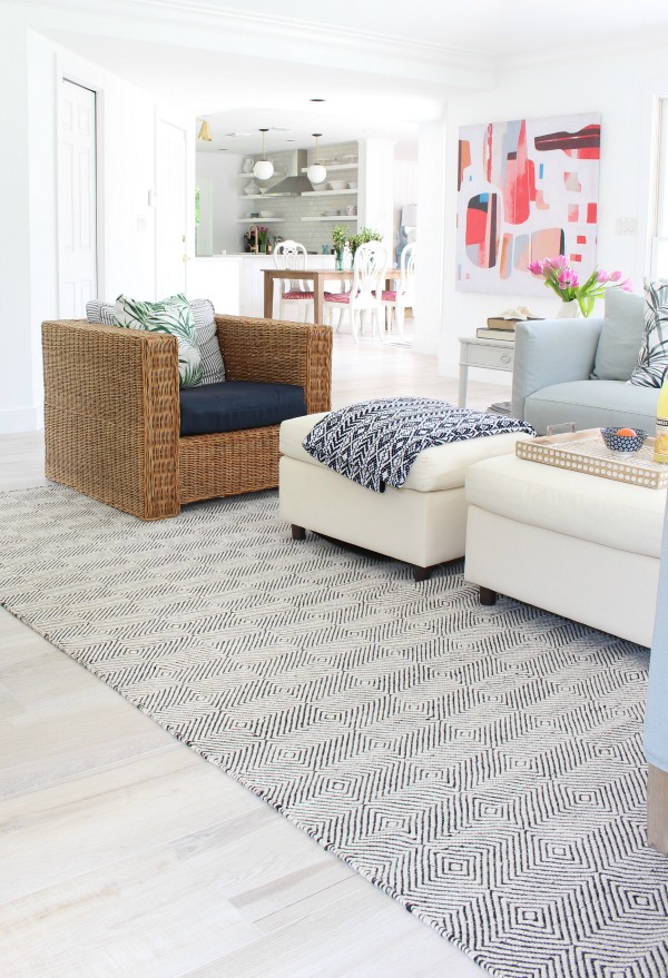 modern-beach-cottage-makeover-family-room-sierra-paddle-rug