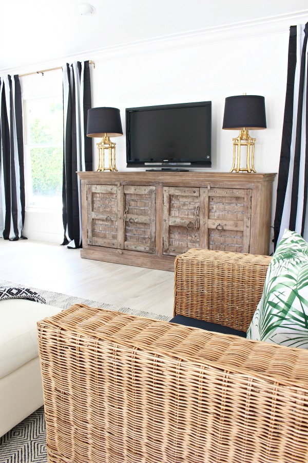 black-and-white-stripe-drapes-beach-cottage