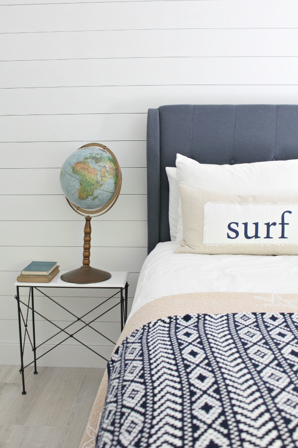 teen-boy-surfer-bedroom