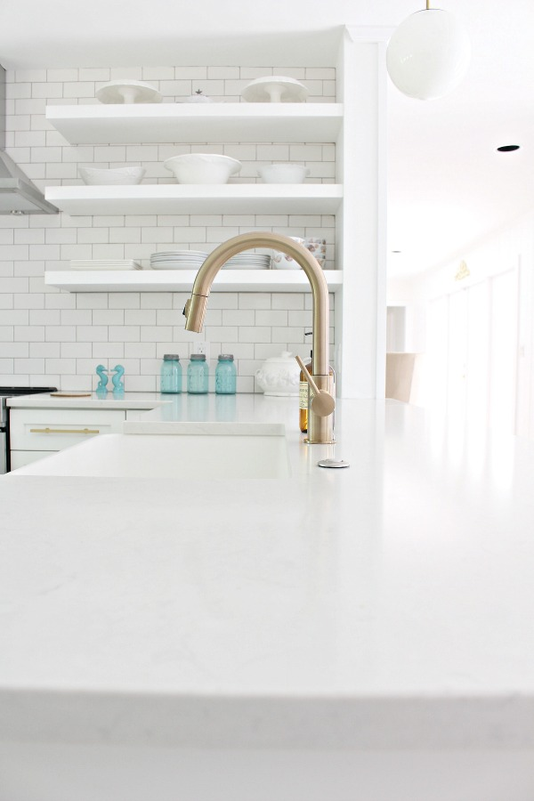 white-kitchen-floating-shelves