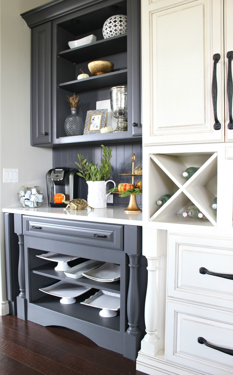 fall-decor-ideas-kitchen-open-shelves
