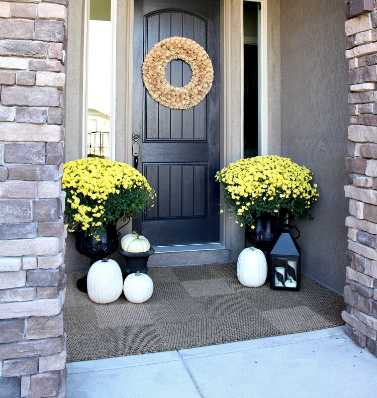 fall-porch-decorated-with-mums