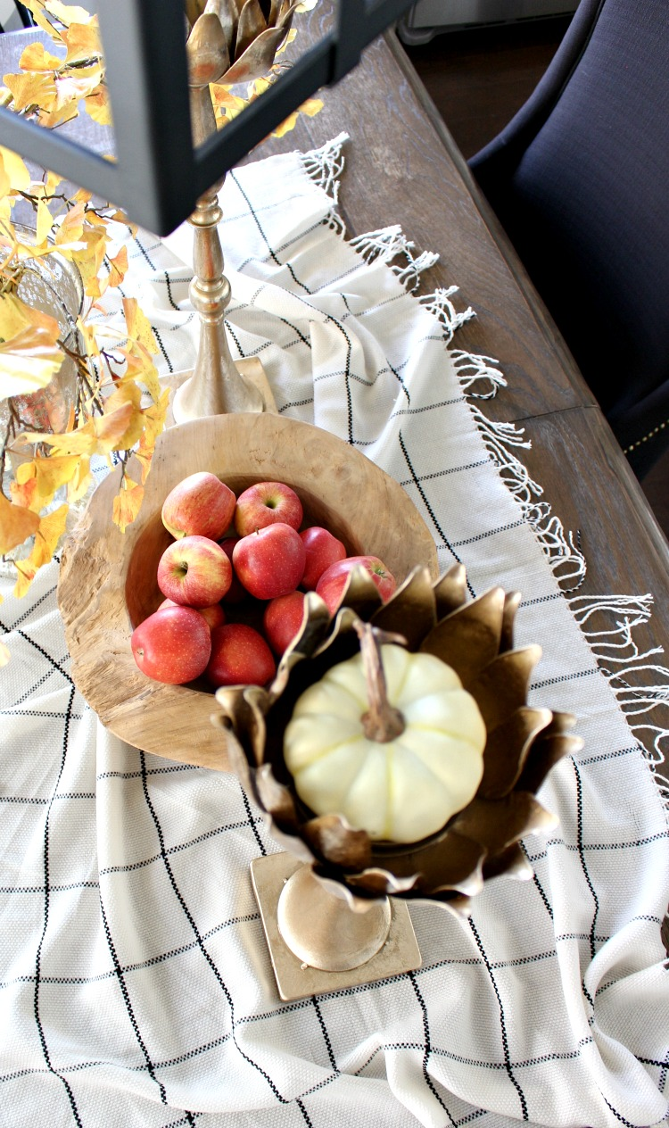 fall-scarf-as-table-runner