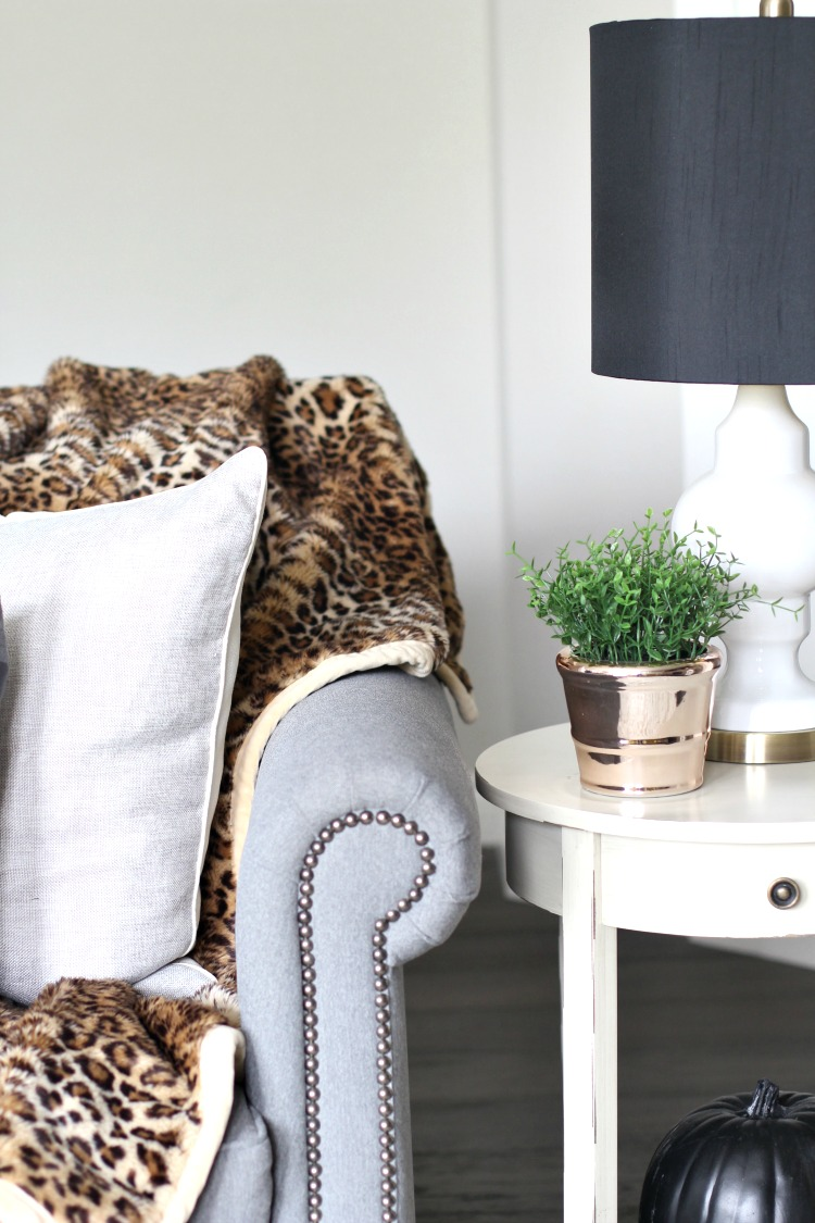 faux-fur-leopard-throw-in-fall-decorating