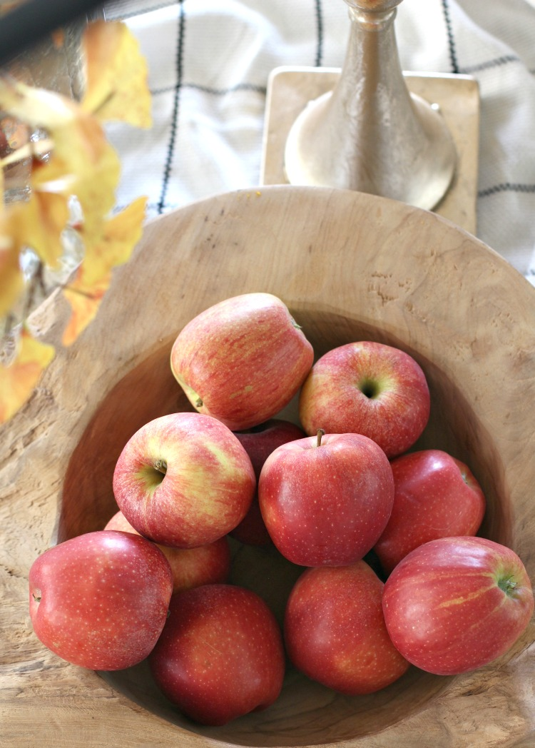 harvest-apples-in-wood-bowl