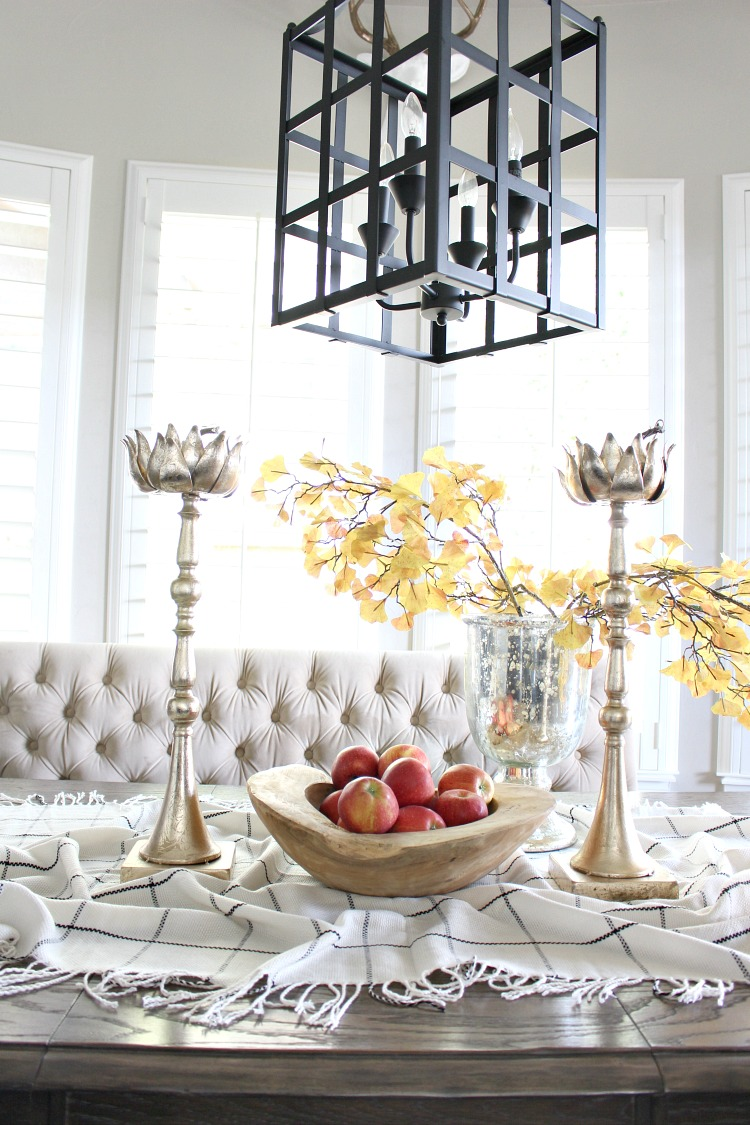 pretty-kitchen-fall-decor-with-apples