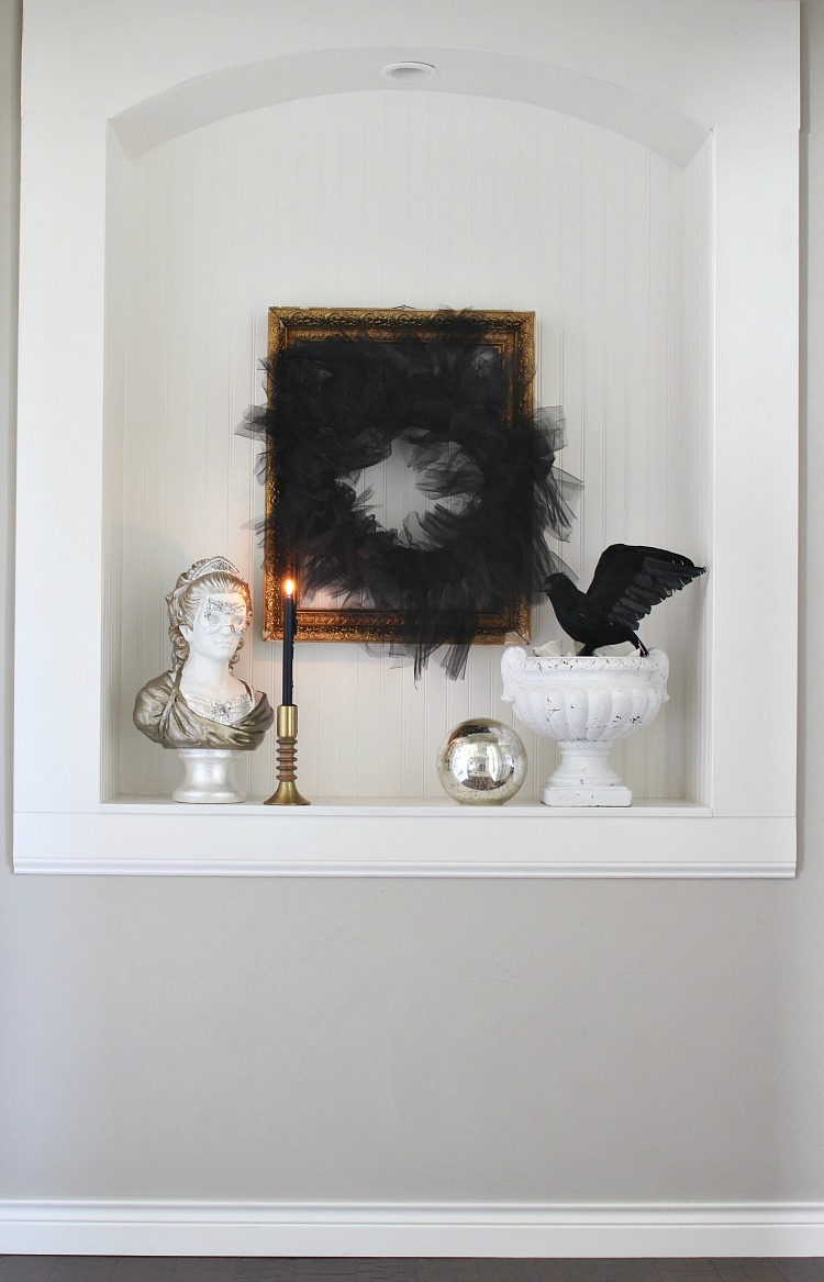 elegant black and white halloween decor 3