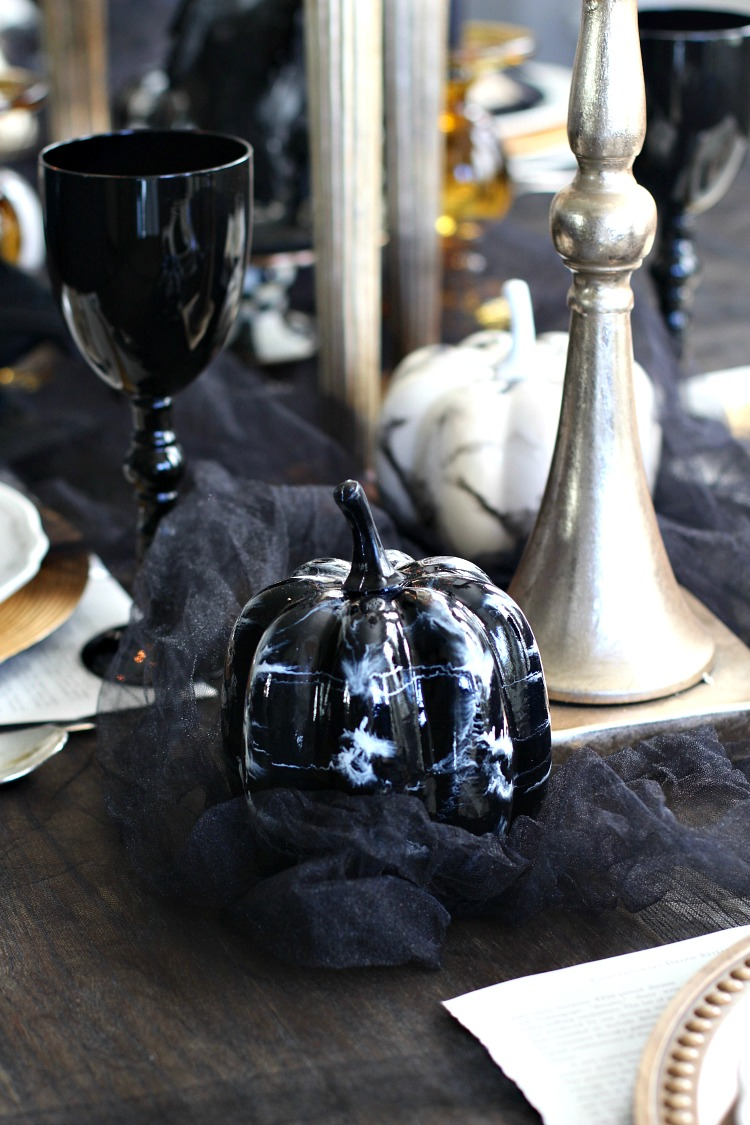 elegantly-spooky-halloween-table-2