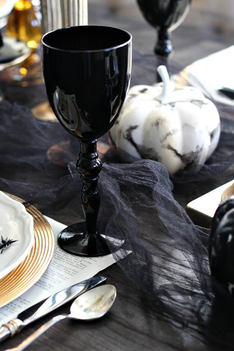 elegantly-spooky-halloween-table-3