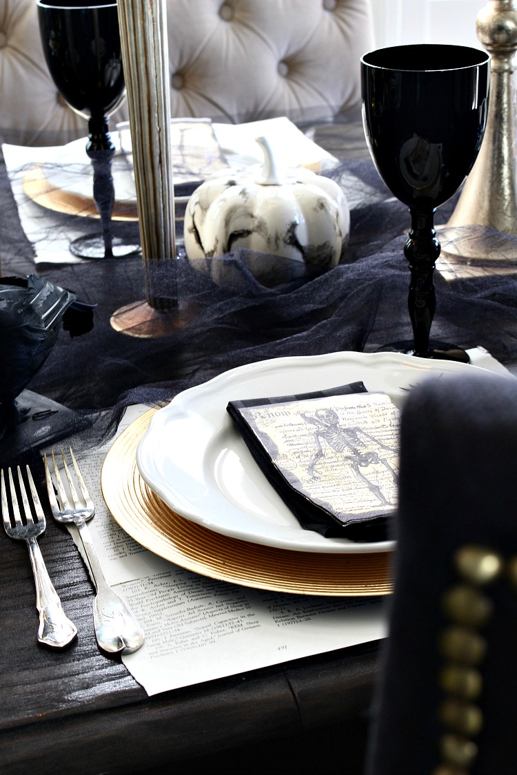 elegantly-spooky-halloween-table-7