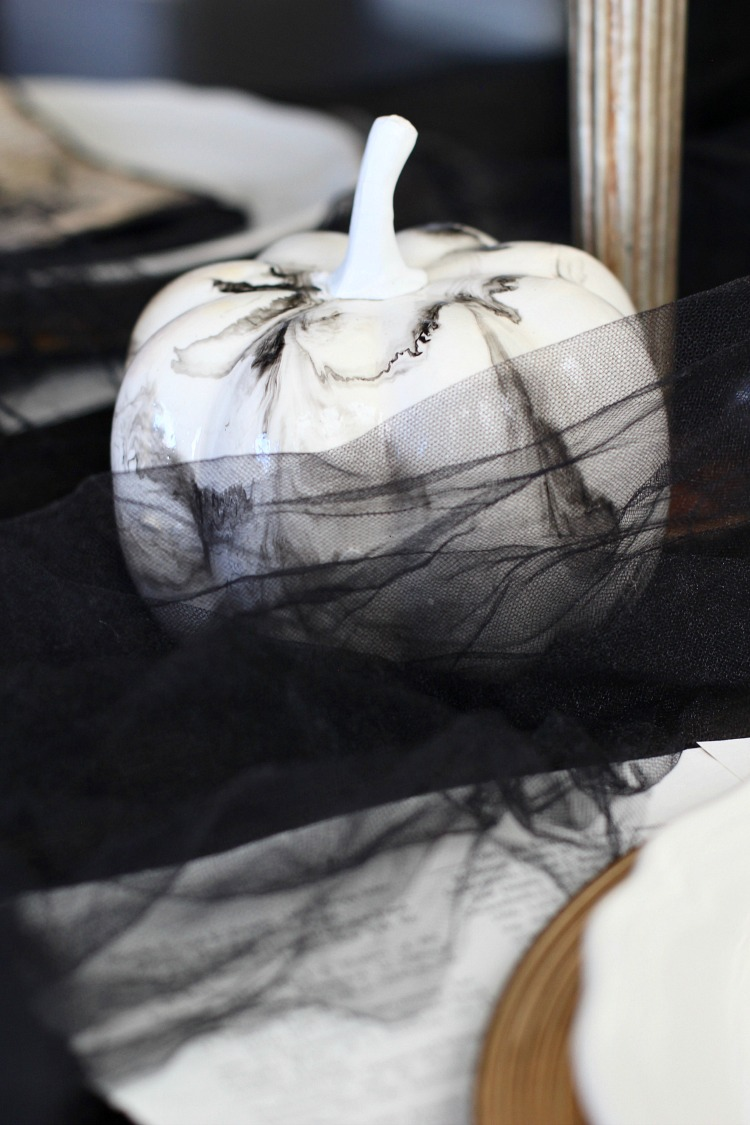 elegantly-spooky-halloween-table-9