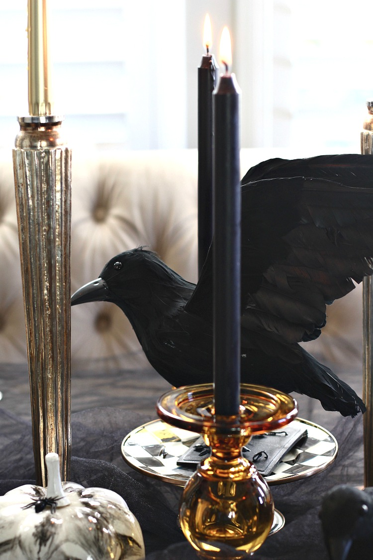 elegantly-spooky-halloween-table